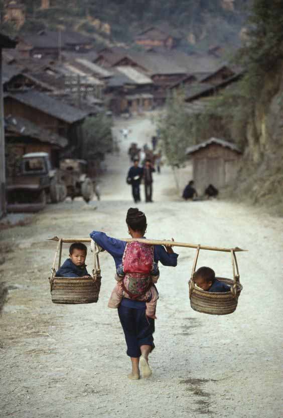 Chinese babywearing in baskets