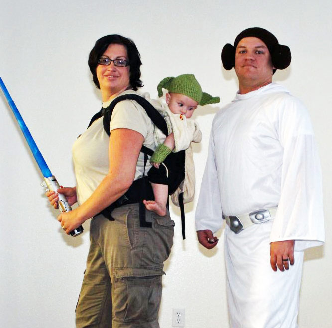 Star Wars Babywearing Costume with Dad as Leia