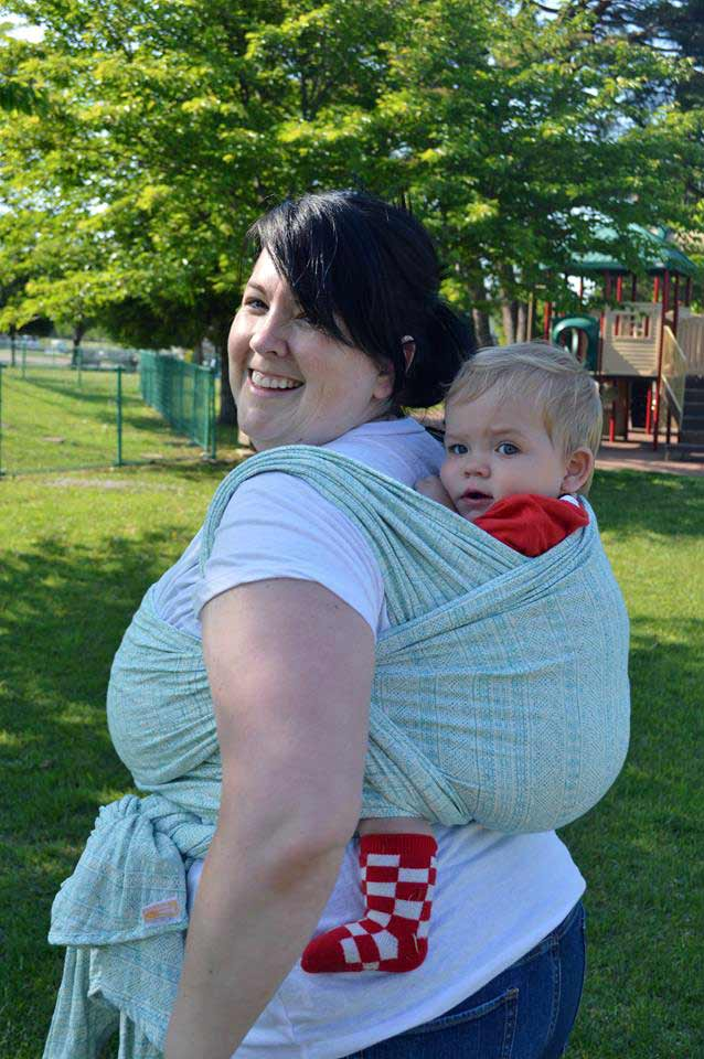 Sarah wears size 16 and is using a size 7 woven wrap for unpoppable Double Hammock Carry.
