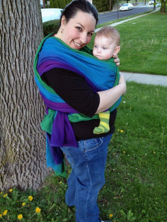 Angela wears size 16/18 and is using a size 7 woven wrap in a FWCC.