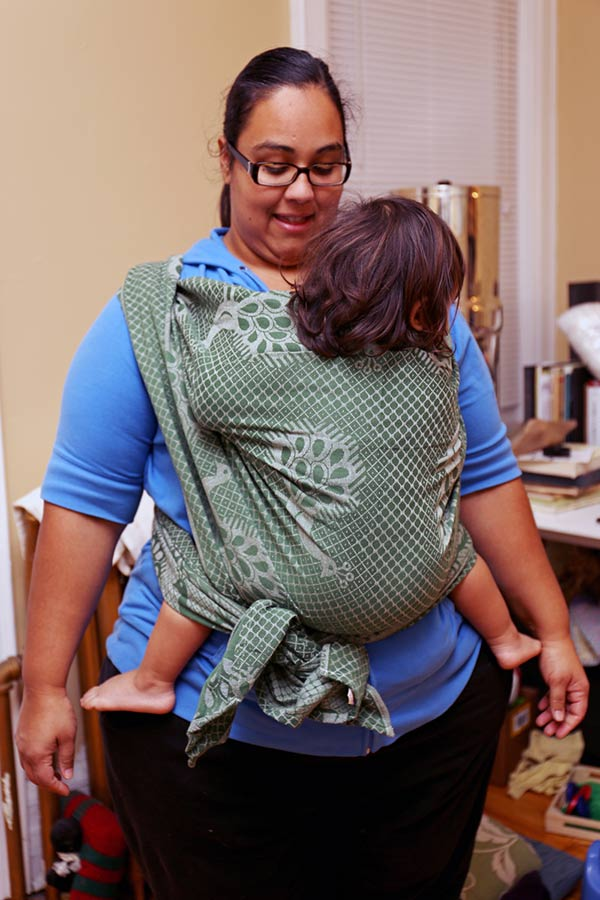Kangaroo Carry in a size 4 Wrap on plus size mom around 290 lbs